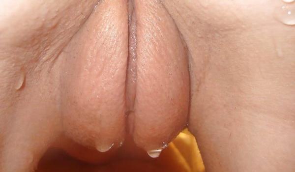 Amadora toma banho e sua xana fica molhada