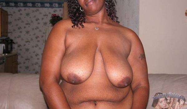 Imagem para Negra Amadora mostrando os seios caídos