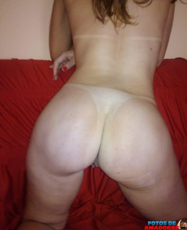brasileira-branquinha-se-mostrando-de-lingerie-e-pelada-11