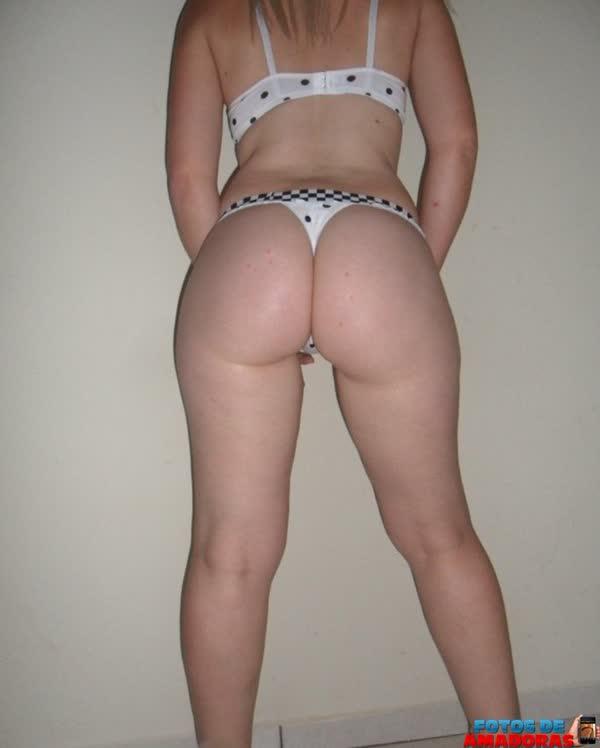 brasileira-branquinha-se-mostrando-de-lingerie-e-pelada-6