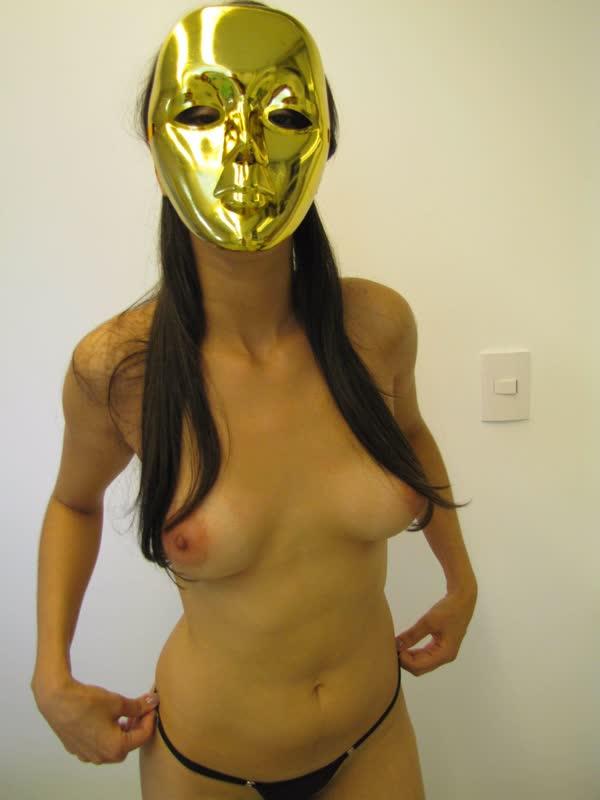 usou-mascara-para-se-mostrar-bem-safadinha-14
