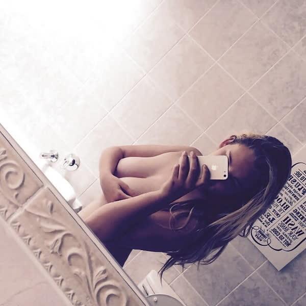 garota-loirinha-bem-safadona-40