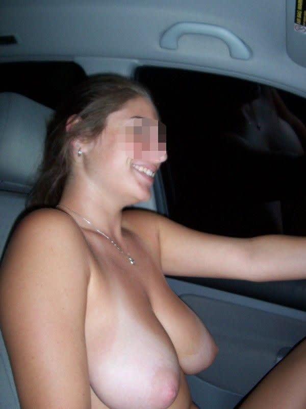 amadora-dirigindo-com-os-peitos-nus-02