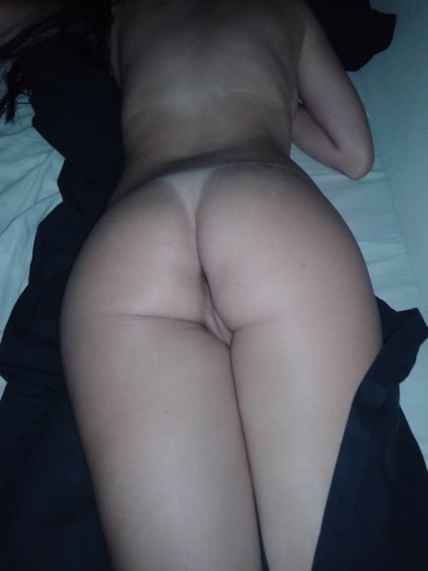 bucetuda-amadora-se-mostrando-em-fotos-porno-14
