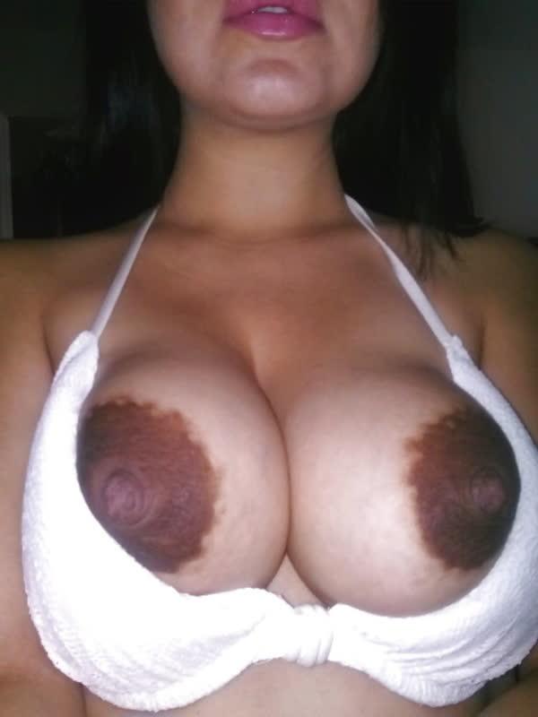 esposa-safada-mostrando-os-mamilos-grandes-1