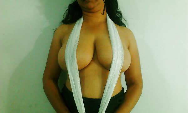 indiana-mostrando-seus-peitoes-naturais-1