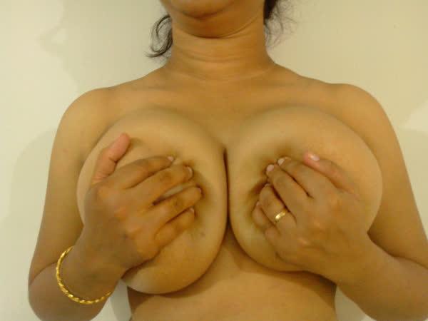 indiana-mostrando-seus-peitoes-naturais-15
