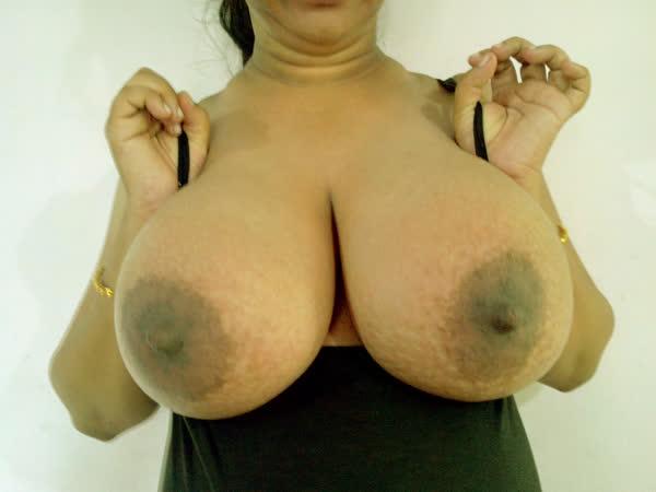 indiana-mostrando-seus-peitoes-naturais-5