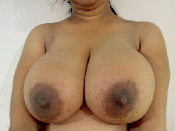 indiana-mostrando-seus-peitoes-naturais-8