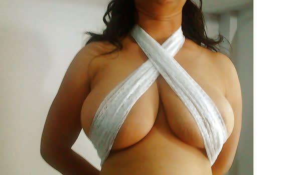 Indiana mostrando seus peitões naturais