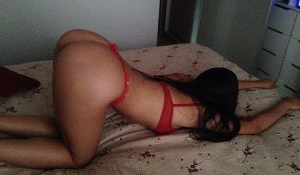Novinha brasileira empinando o bumbum