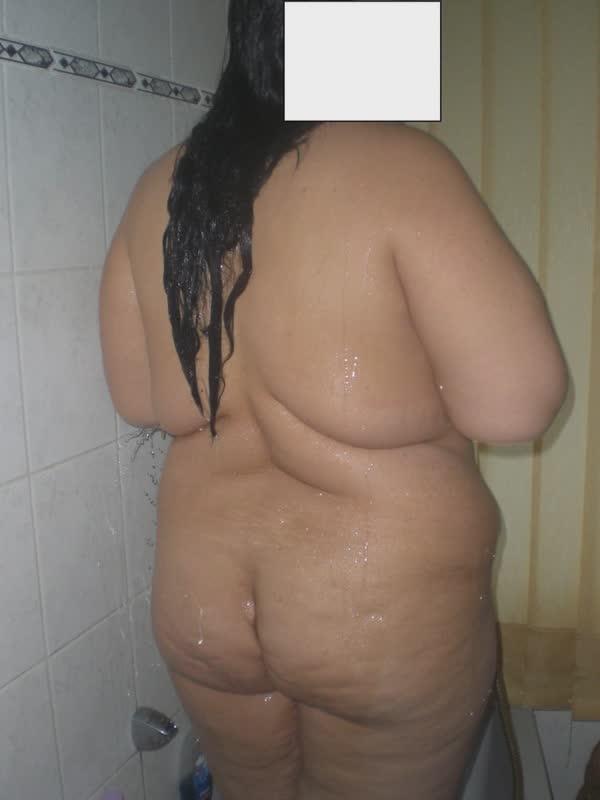 amadora-gordinha-e-tetuda-tomando-um-delicioso-banho-40