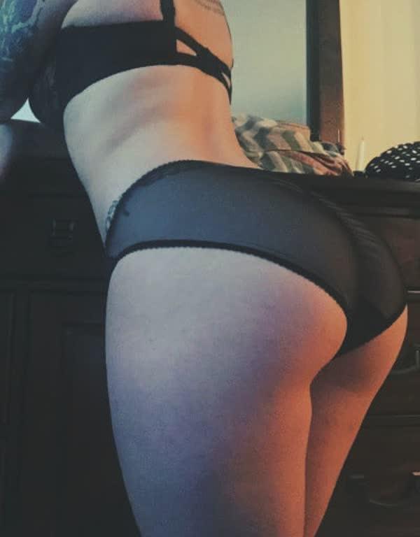latina-tatuada-bem-safada-pelada-10