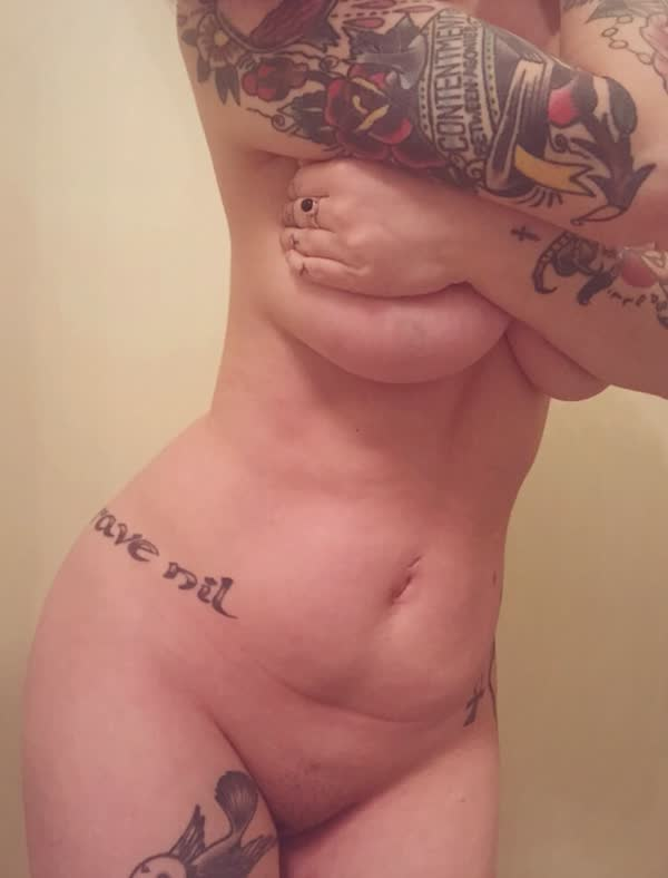 latina-tatuada-bem-safada-pelada-21