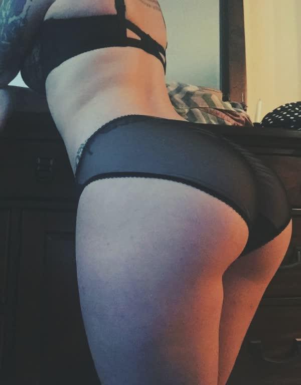 latina-tatuada-bem-safada-pelada-24
