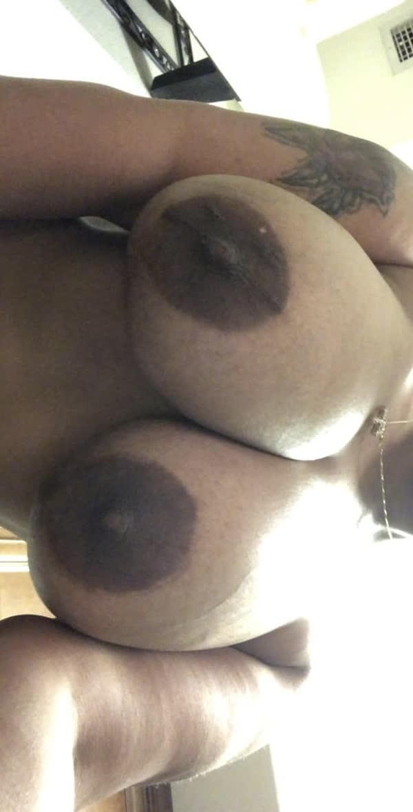 negona-gostosa-mostrando-seus-peitos-deliciosos-4