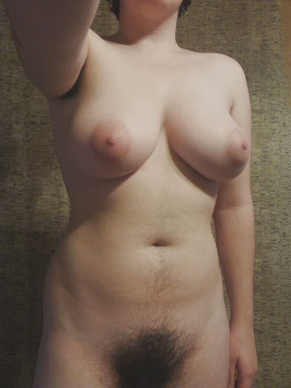 amadora-peludona-se-mostrando-pelada-12