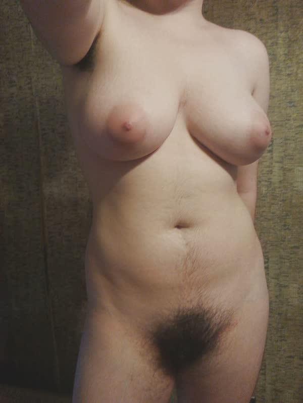 amadora-peludona-se-mostrando-pelada-16