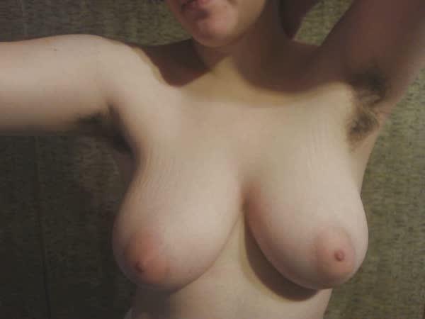 amadora-peludona-se-mostrando-pelada-8