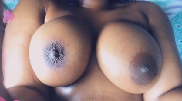 imagens-caseiras-com-peitos-de-negras-gostosas-32