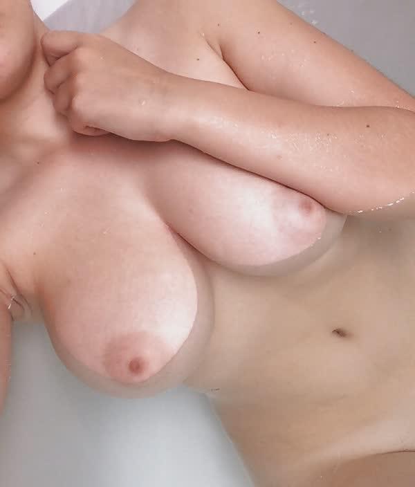 jovem-putinha-de-calcinha-vermelha-8