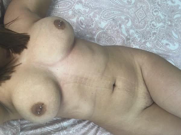 casadinha-mostrou-os-peitos-naturais-28