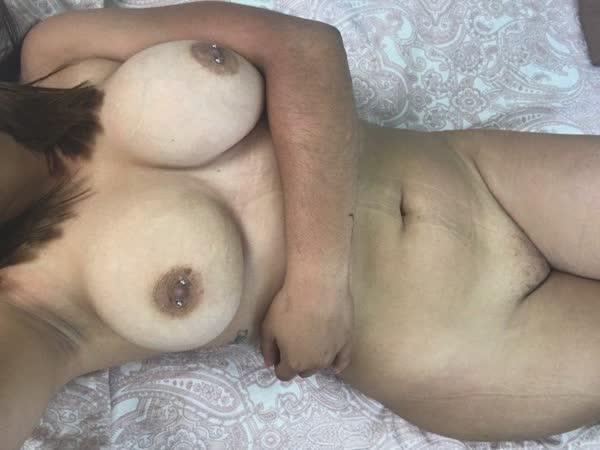 casadinha-mostrou-os-peitos-naturais-29