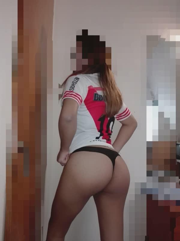 peituda-latina-se-mostrando-toda-em-imagens-caseiras-8