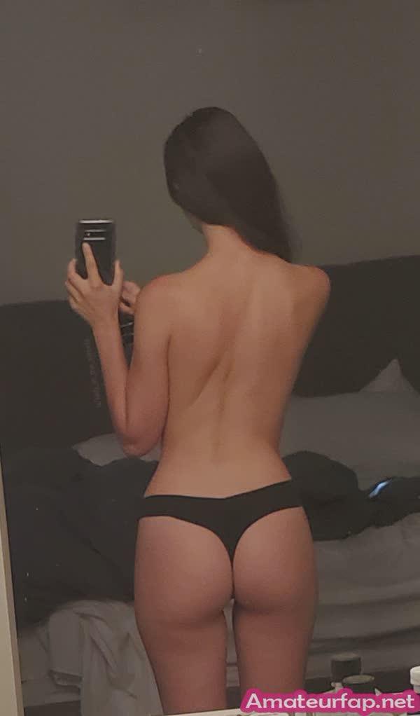 gostosa-tirando-selfie-dos-seios-lindos-8