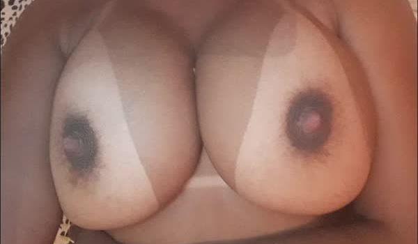Carioca se exibindo em fotos porno