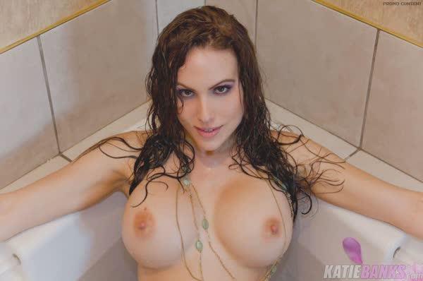 katie-banks-peladinha-no-banheiro-1
