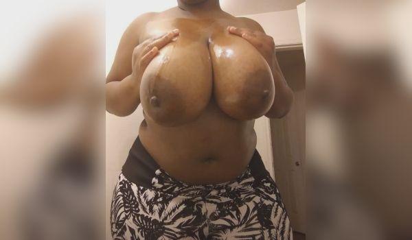 Imagem para Negona tesuda mostra os belos peitões