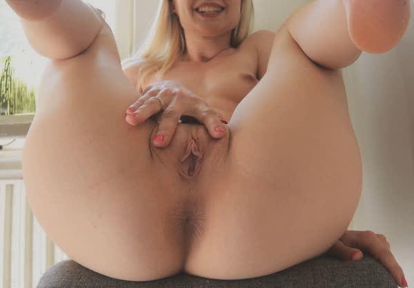 loira-amadora-adora-se-masturbar-23
