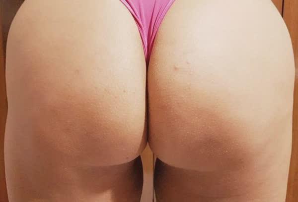 madura-adora-mostrar-os-peitoes-em-fotos-caseiras-3