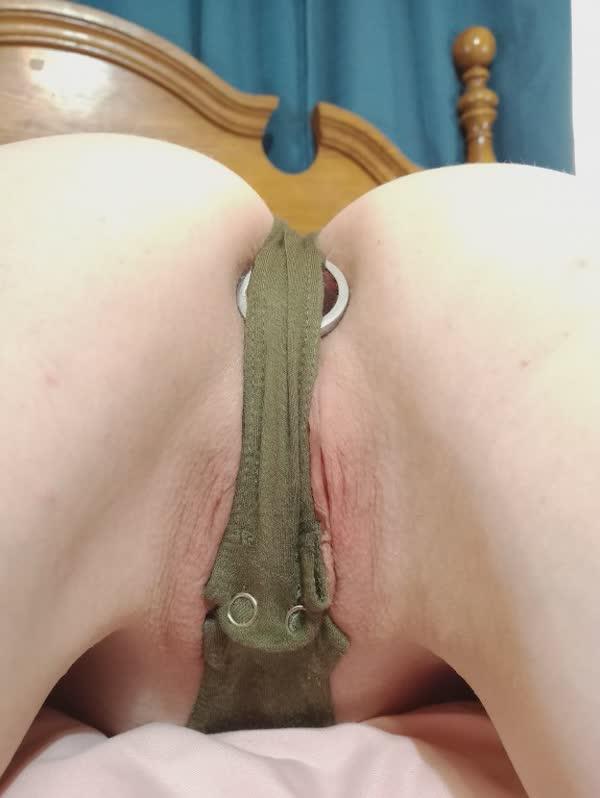 branquinha-de-plug-anal-tem-buceta-gostosa-7
