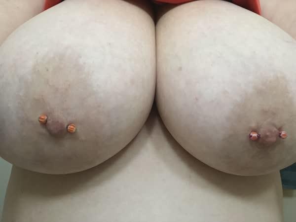 gostosa-colocou-um-piercing-na-xana-7